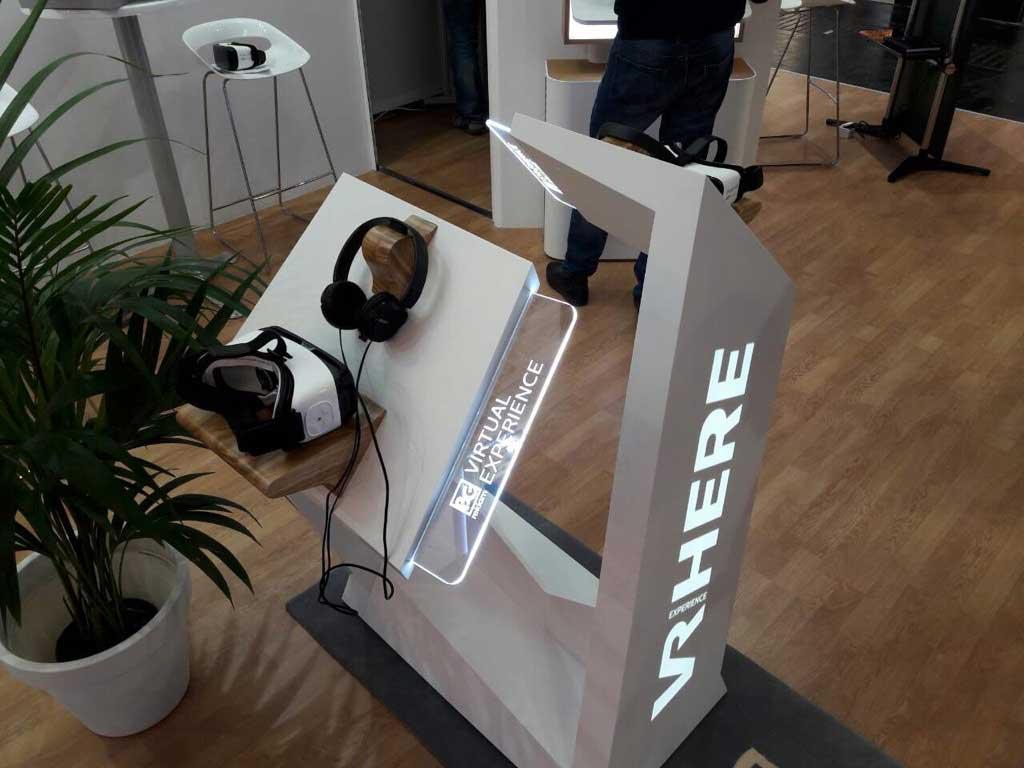 VR brendirani stalak za prikazivanje izrađenog VR sadržaja